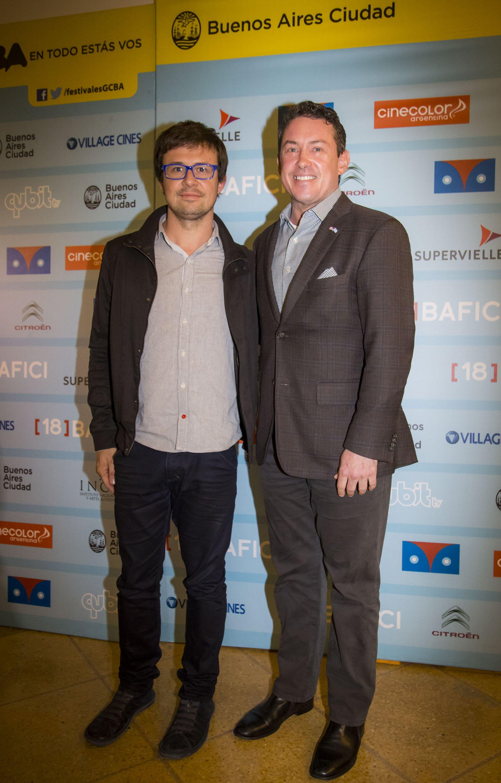 Javier Porta Fouz, director del BAFICI, y Noah Mamet, embajador de los Estados Unidos en la Argentina, en la función de clausura de la edición 18º del Buenos Aires Festival Internacional de Cine Independiente (BAFICI)