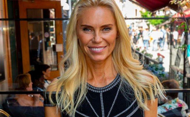 Anna Anka Spelade Bikinibrud I Dum Och Dummare Minns