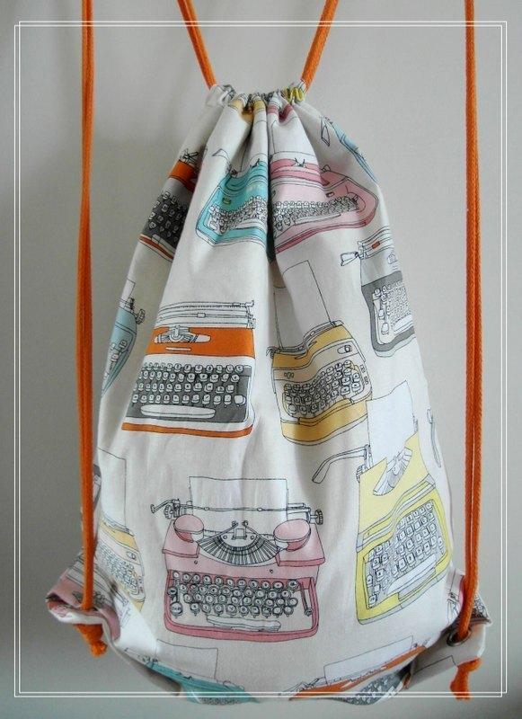 ~米+熊~ 復古 束口袋背包 (打字機 樣) - 米+熊 手工 雜貨鋪 | Pinkoi