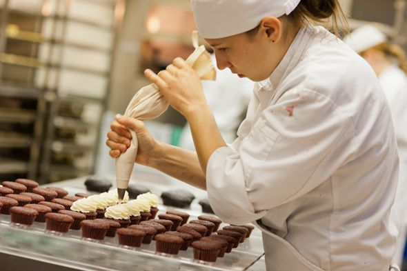 "Как будет на английском ""кондитер"": pastry-cook или ..."