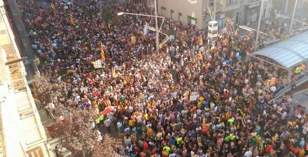 Vista de la manifestació des de Ricad Viñes.