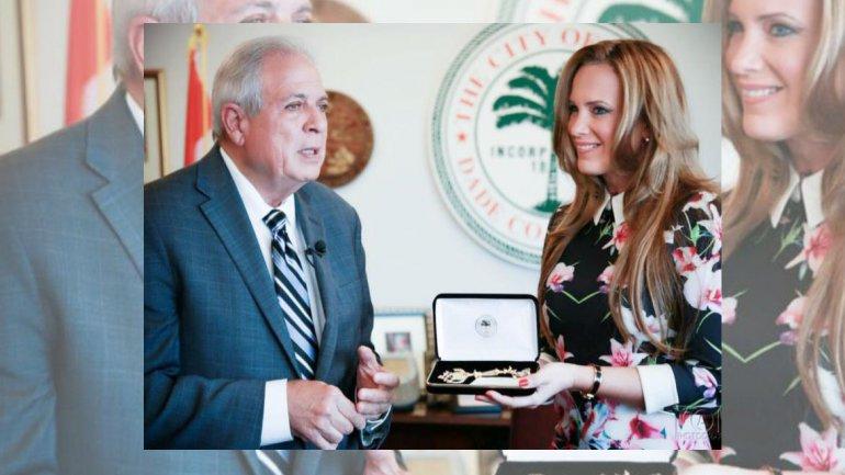 Natalia Denegri recibió la Llave de la Ciudad de Miami