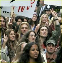 Sienna Miller Joins Protest 608771 Cillian