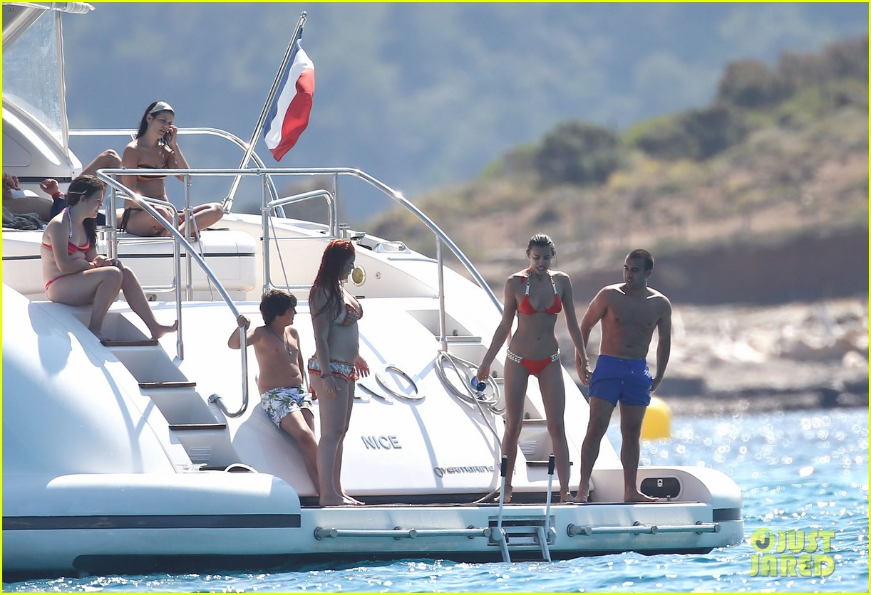Full Sized Photo Of Cristiano Ronaldo Yacht Ride Cristiano Jr Irina Shayk 26 Photo 2682676 Just Jared