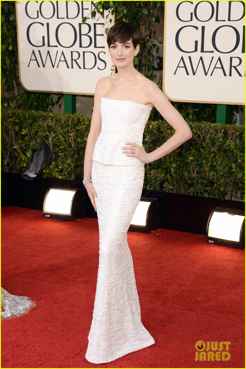 anne hathaway golden globes 2013 red carpet 02