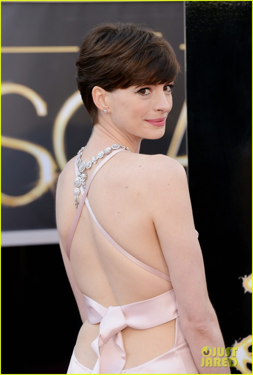 anne hathaway oscars 2013 red carpet 02