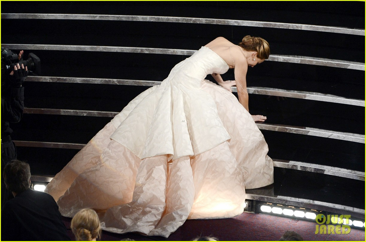 jennifer lawrence wins best actress falls on stage 04