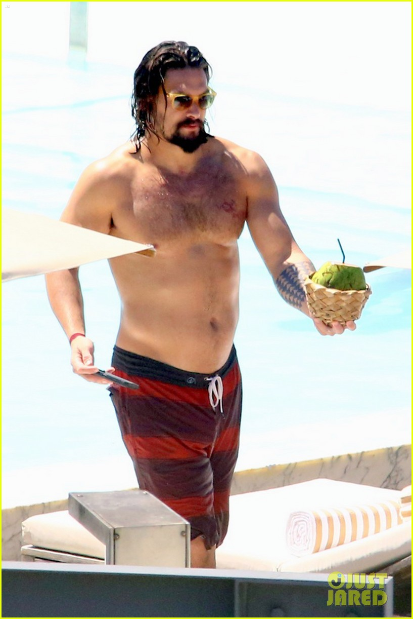 Game Of Thrones Jason Momoa Shows Off His Shirtless