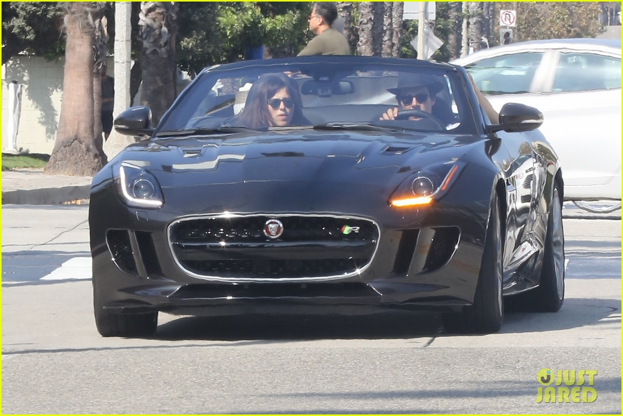 benedict cumberbatch and his wife sophie hunter go shopping in venice beach 03