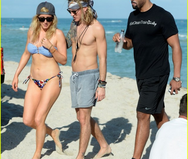 Ellie Goulding Shows Off Her Bikini Body In Miami 10