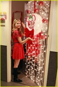 Nick And Disney TV: Stefanie Scott Shows Off Door Decorations!