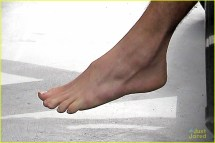 Liam Hemsworth Barefoot Gym Arrival 564375