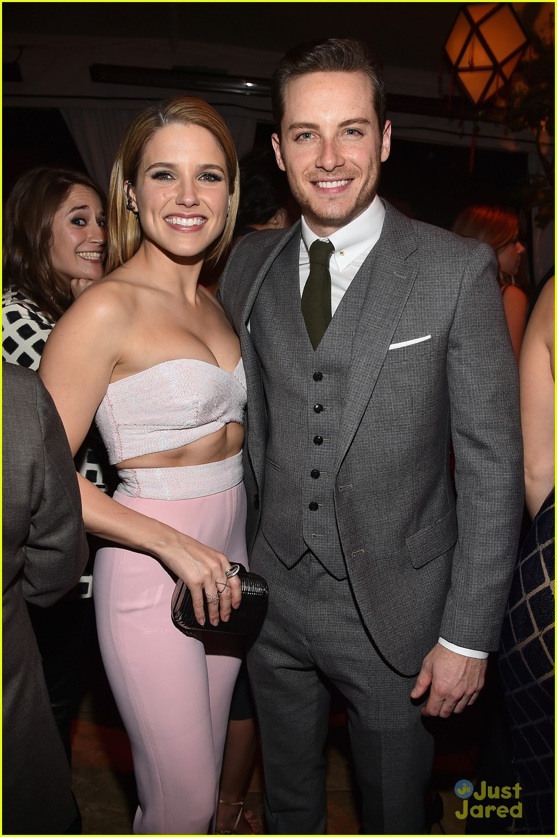 sophia bush shares hot shirtless pic of beau jesse lee soffer 01