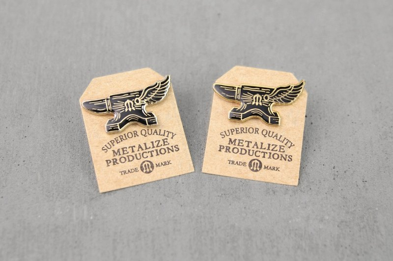 【METALIZE】Flying Anvil Logo Pin 鐵覘翅膀LOGO PIN - 設計館 METALIZE ...