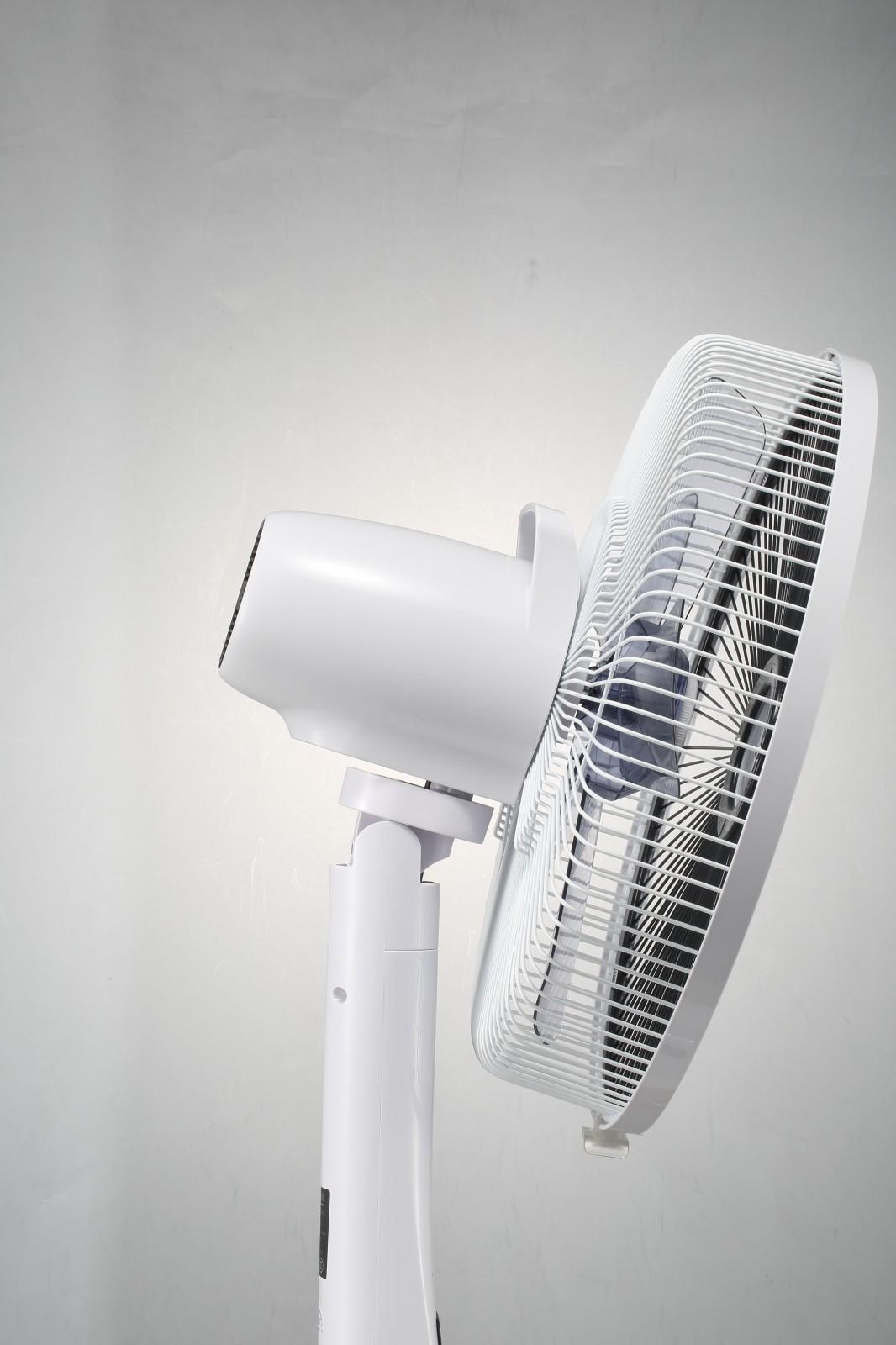 DEKO Low Energy Battery Operated Floor Fan Silence Stratos