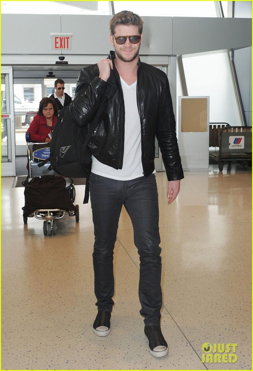 Liam Hemsworth Goodbye NYC Photo 2641171 Liam