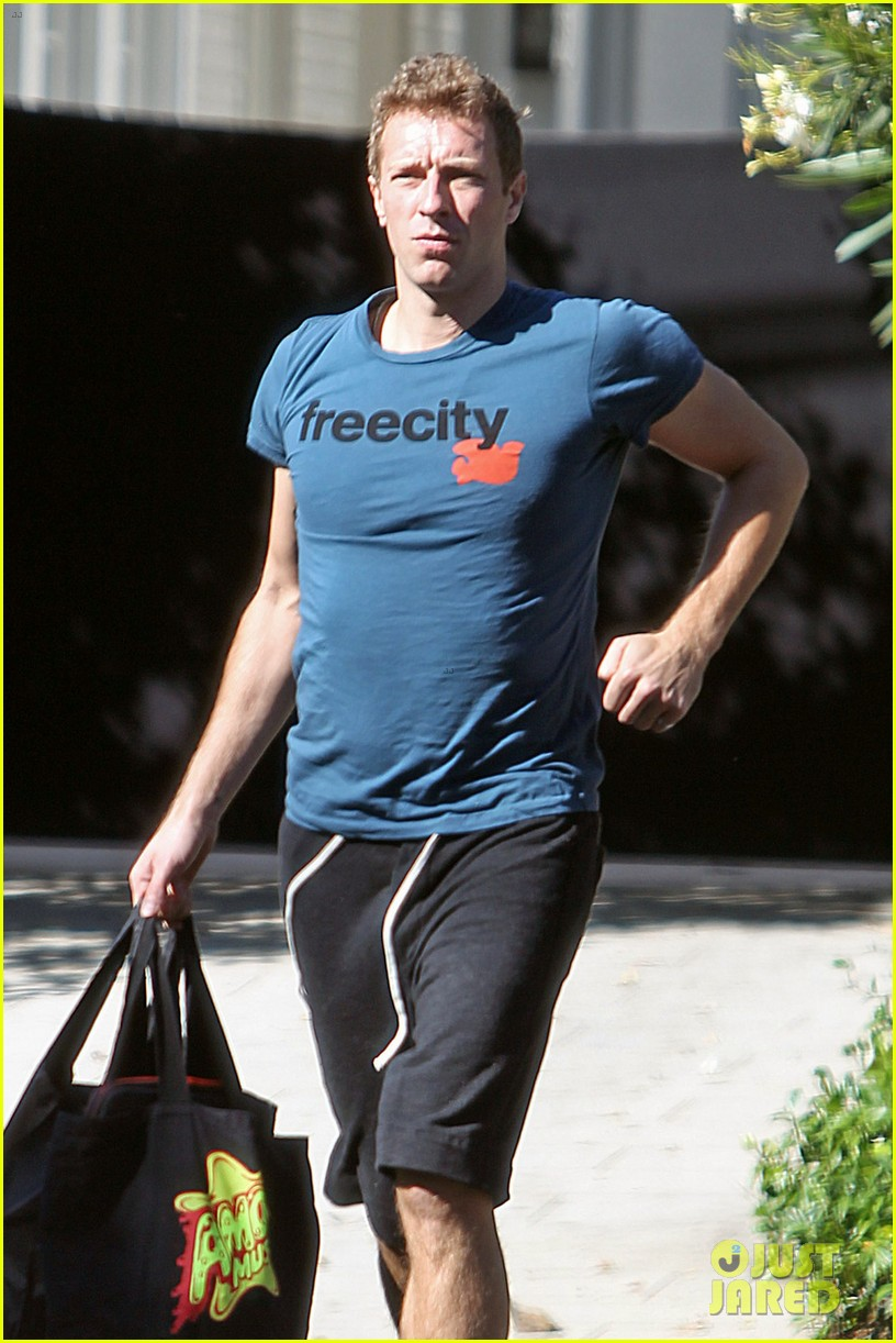 Gwyneth Paltrow Amp Chris Martin Toys R Us With The Kids
