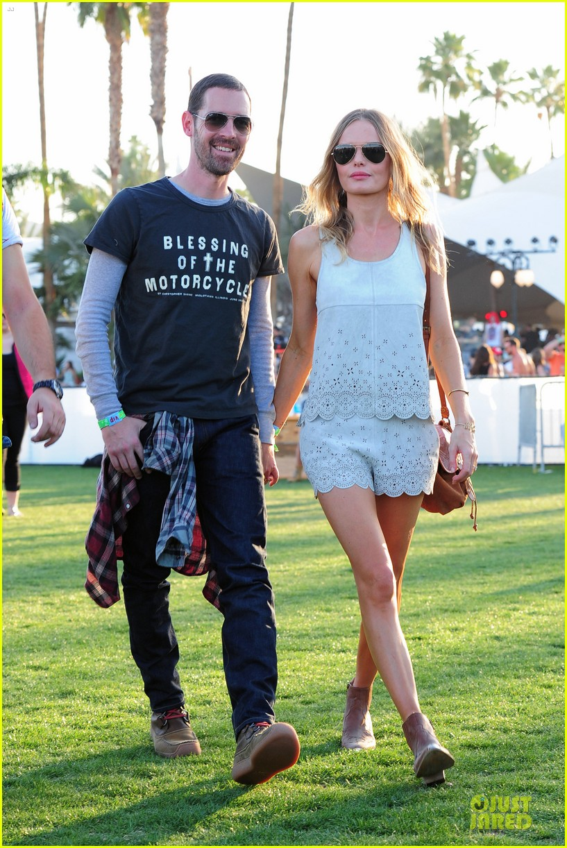 kate bosworth michael polish coachella beach house couple 06