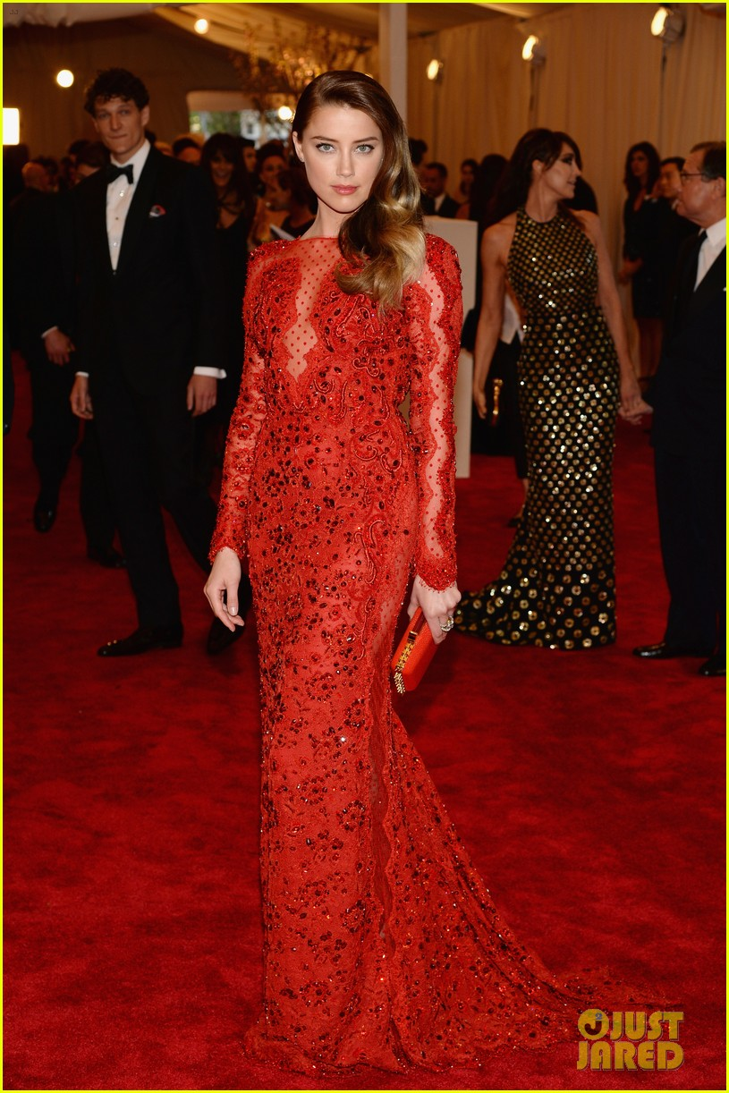 amber heard met ball 2013 red carpet 02