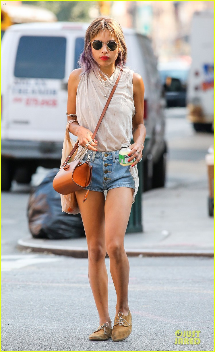 zoe kravitz purple hair in new york 01