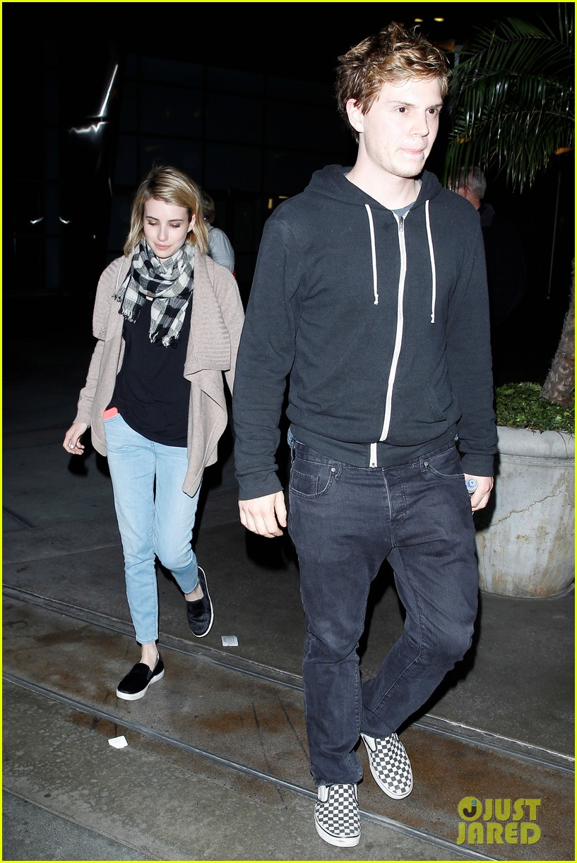Emma Roberts Amp Evan Peters Havent Started Planning Their