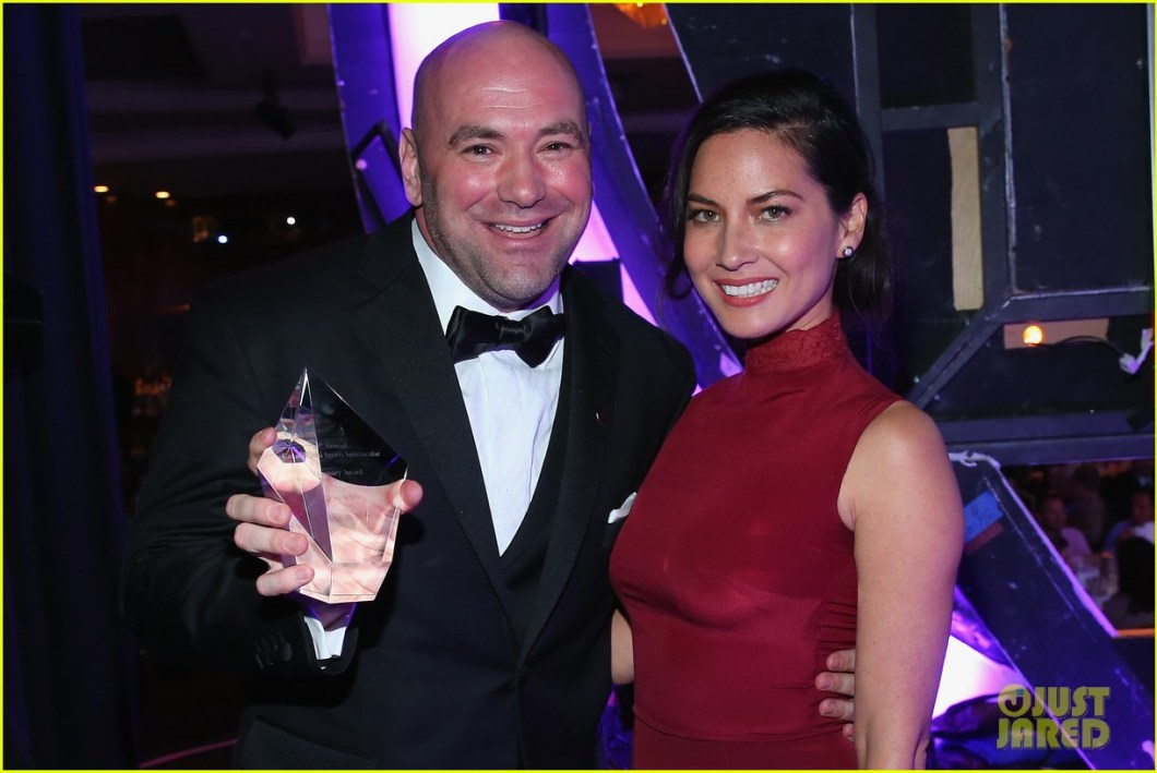 https://i0.wp.com/cdn03.cdn.justjared.com/wp-content/uploads/2014/05/munn-spec/olivia-munn-presents-award-to-dana-white-sports-spec-gala-01.jpg?resize=1060%2C709
