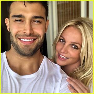 Britney Spears Posts Cute Selfies With Boyfriend Sam Asghari: 'I Love This Man'