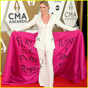 Jennifer Nettles Makes a Feminist Statement With Outfit at CMA Awards 2019: 'Play Our F--kin Records!'