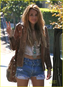Miley Cyrus Hippie Outfit