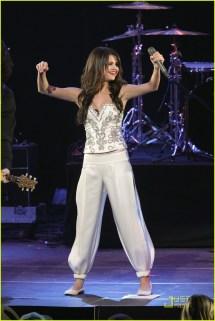 Selena Gomez Jingle Ball 2010