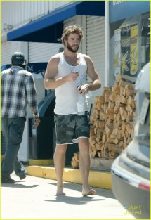 Liam Hemsworth Barefoot