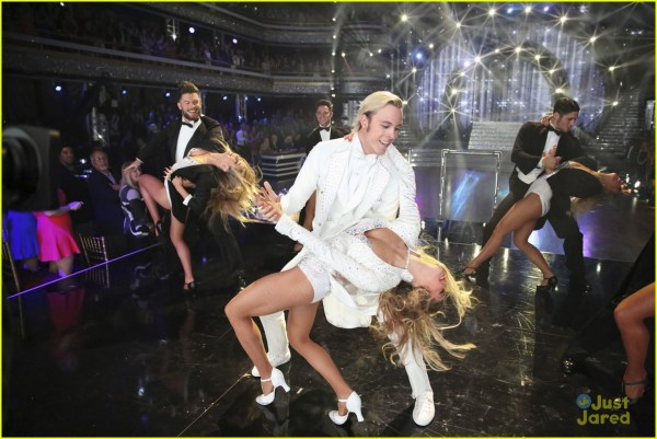Riker Lynch & Allison Holker Stop 'kelly Michael' 'dwts' Finals 815096