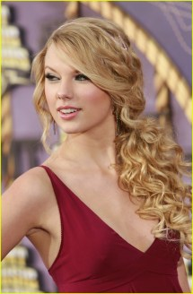 Taylor Swift Curly Side Ponytail