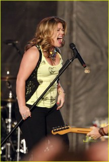 Kelly Clarkson Singing Barefoot