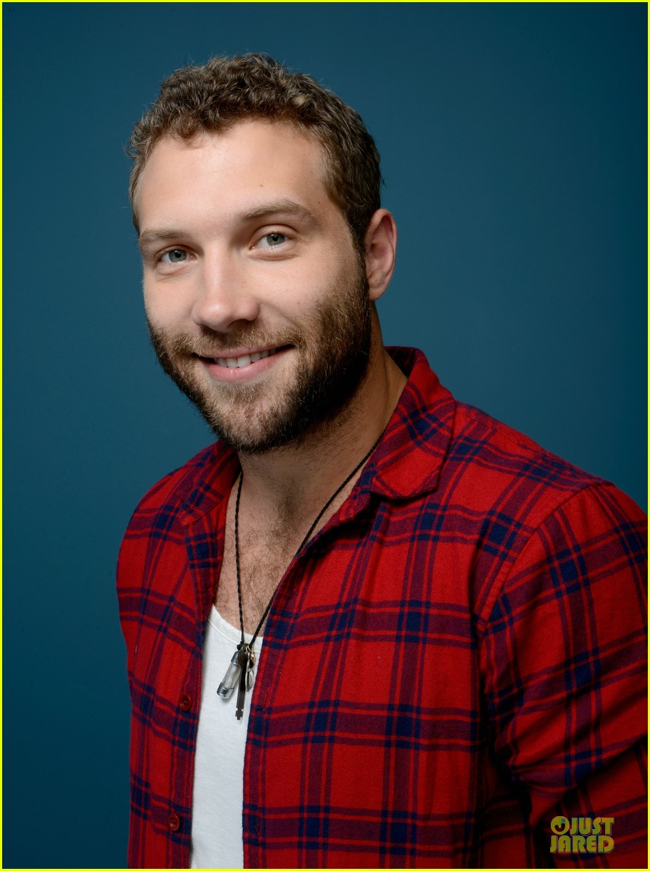 joel edgerton jai courtney felony tiff premiere portraits 08