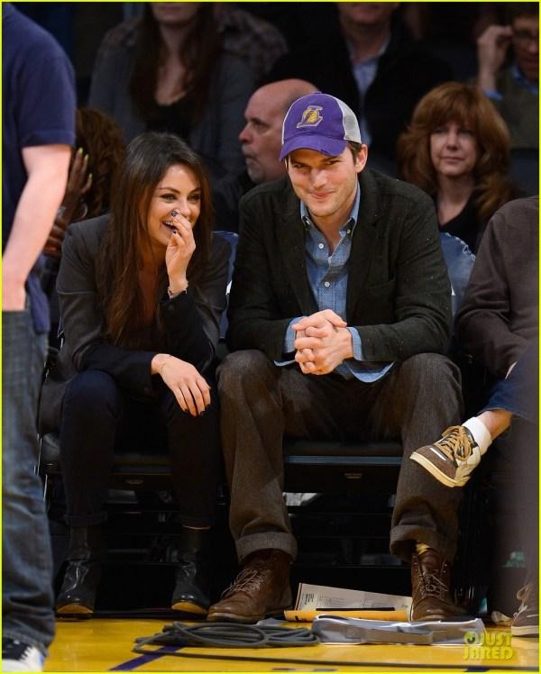 Ashton Kutcher & Mila Kunis Kiss Lakers' Cam 3022451