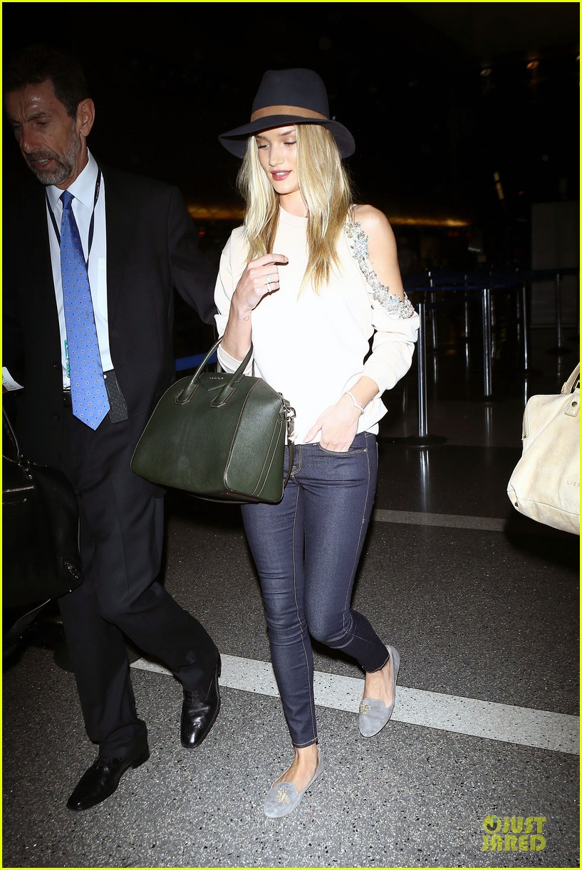 rosie huntington whiteley fly out of la before earthquake 03
