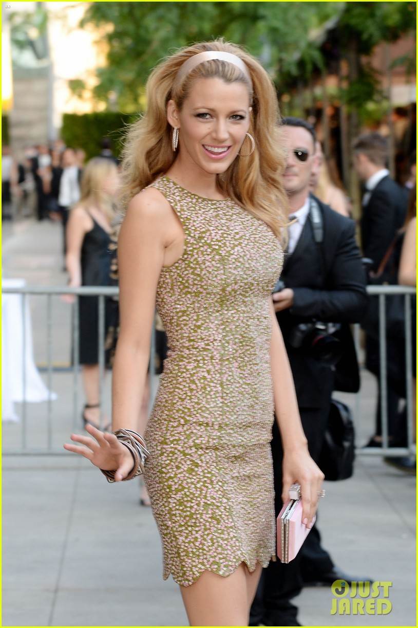 blake lively brings fashion a game to cfda awards 04