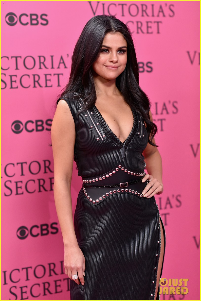 selena gomez legs for days victorias secret fashion show red carpet 12