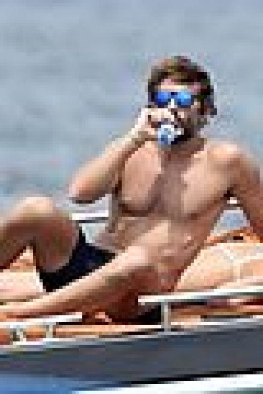 irina shayk bradley cooper kiss yacht 05