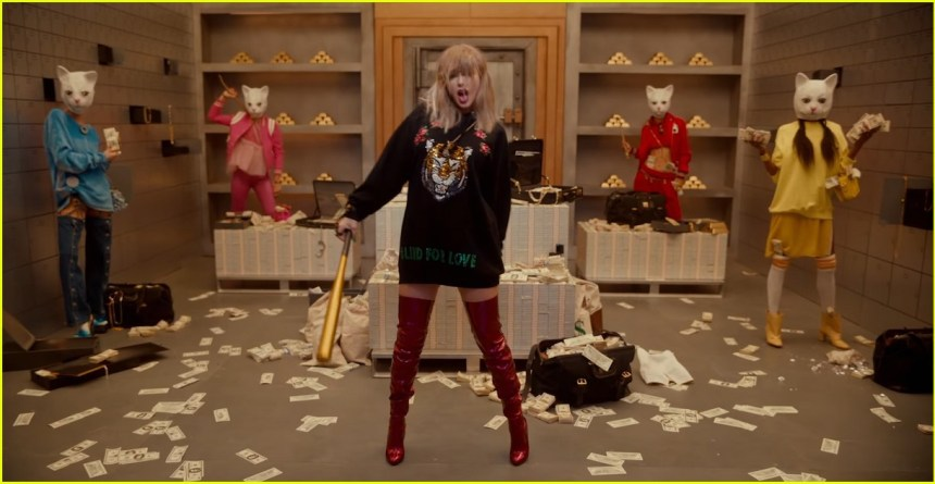 Taylor Swift with the Harley Quinn baseball bat in LWYMMD video