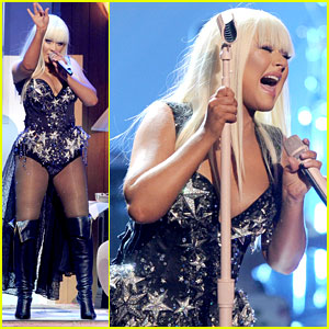Christina Aguilera's AMAs Performance 2012 - Watch Now!