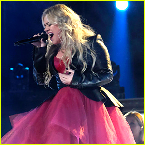 Kelly Clarkson Performs UglyDolls Song 'Broken & Beautiful' on 'The Voice' (Video)