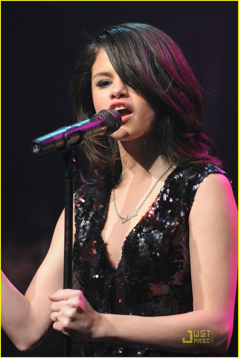 Full Sized Photo Of Selena Gomez Gramercy Concert 12