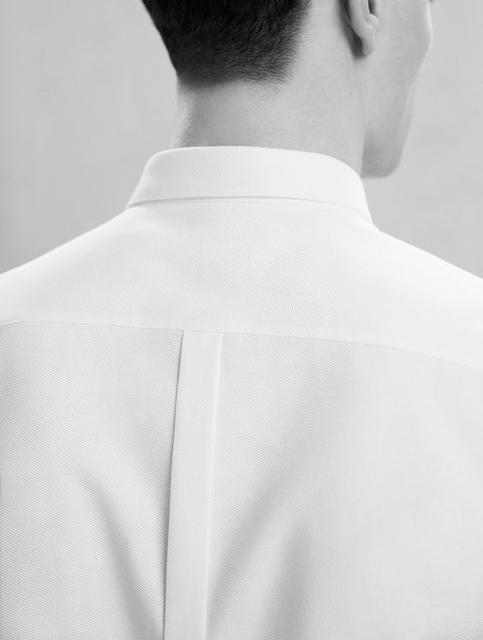 白襯衫發黃變色怎麼辦?男士們請注意:照顧白色襯衫靠這4招。出門依舊白到刺眼!   manfashion這樣變型男