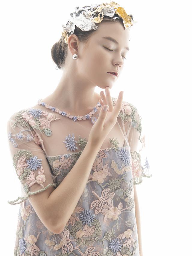 Berkenalan dengan Claude, Koleksi Busana Ronauli Liu yang Indah