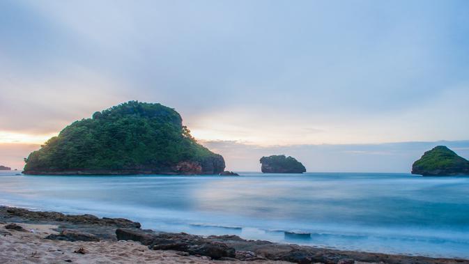 Pantai Goa Cina (sumber: iStock)