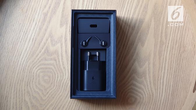 Kotak kemasan Galaxy Note 10 Plus saat dibuka. (News/ Istiarto Sigit)