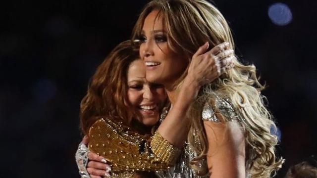 6 Potret Kebersamaan Jennifer Lopez dan Shakira di Atas Panggung, Jadi Sorotan