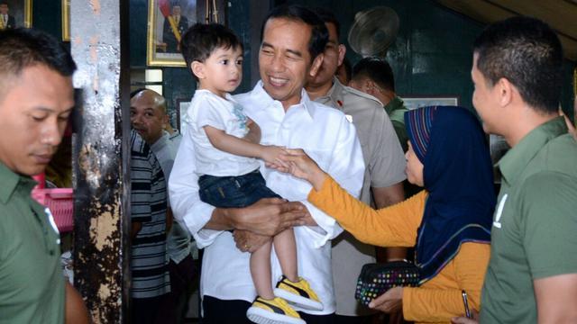 Jokowi Libur Akhir Pekan Bermain bersama Cucu
